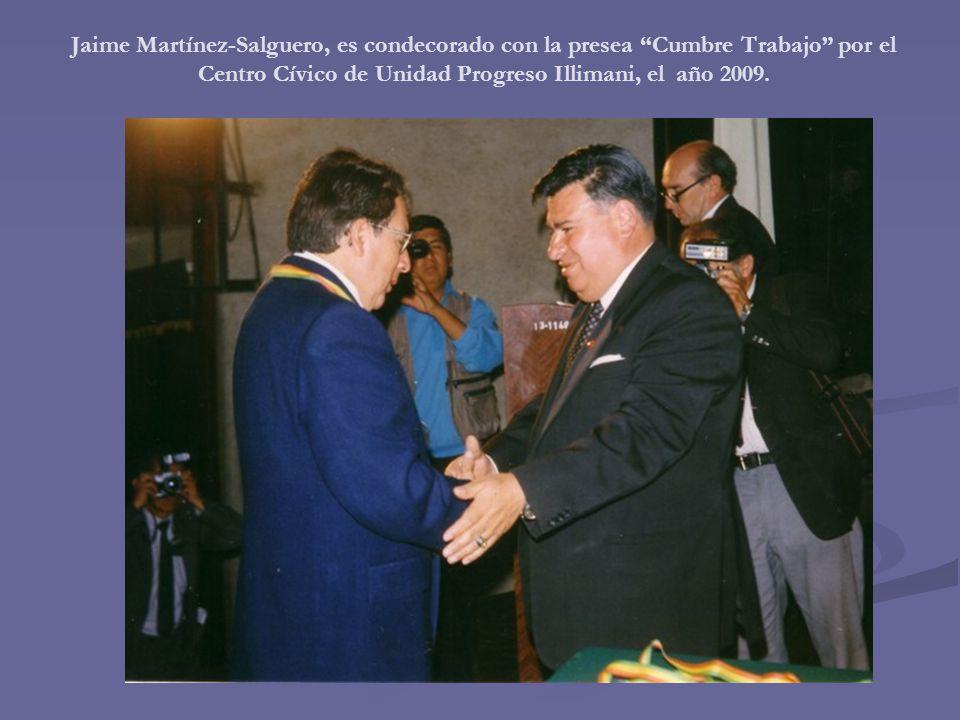 Jaime Martínez-Salguero, es condecorado con la presea Cumbre Trabajo por el Centro Cívico de Unidad Progreso Illimani, el año 2009.