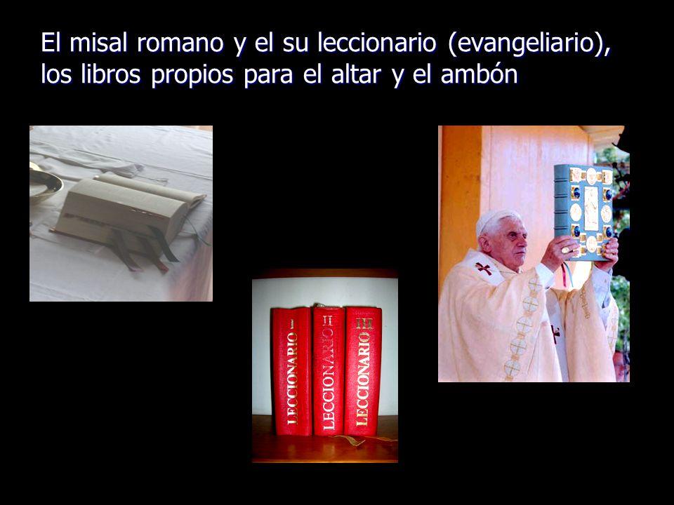 El misal romano y el su leccionario (evangeliario), los libros propios para el altar y el ambón