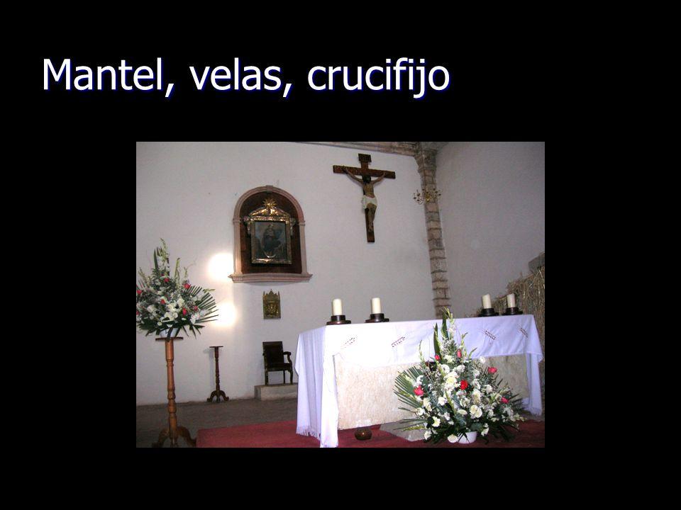 Mantel, velas, crucifijo