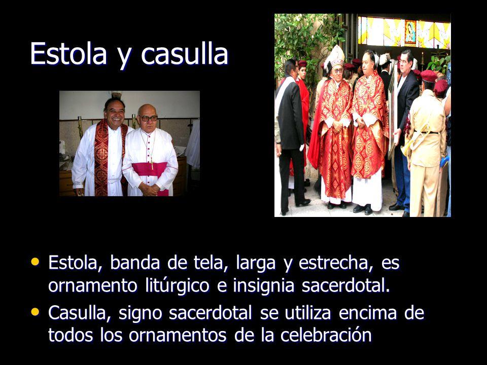 Estola y casulla Estola, banda de tela, larga y estrecha, es ornamento litúrgico e insignia sacerdotal.