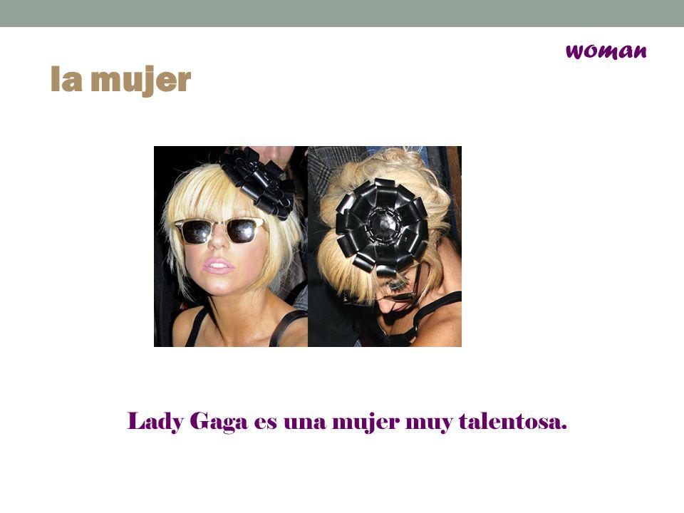 woman la mujer Lady Gaga es una mujer muy talentosa.