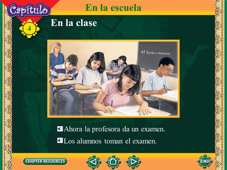 En la escuela En la clase 4 Ahora la profesora da un examen.