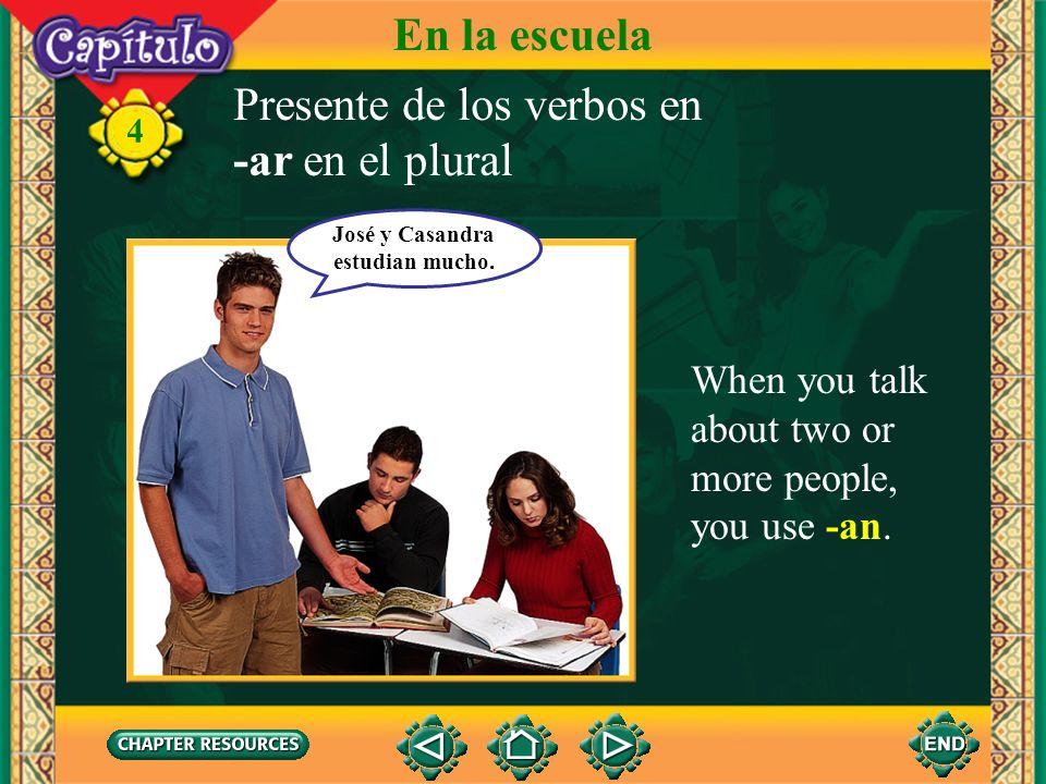 José y Casandra estudian mucho.