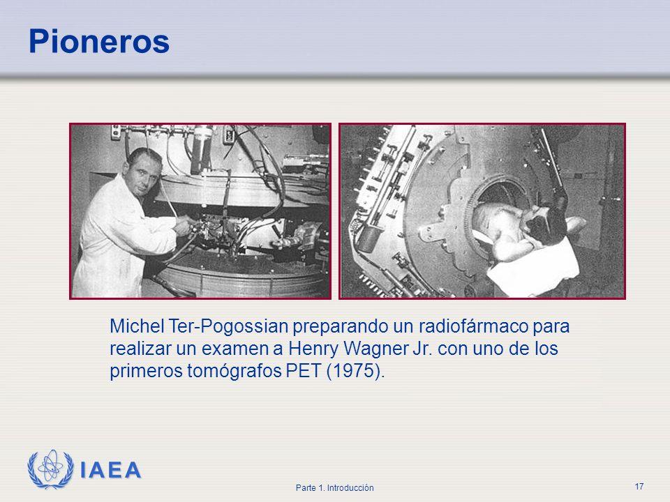Pioneros Michel Ter-Pogossian preparando un radiofármaco para realizar un examen a Henry Wagner Jr.