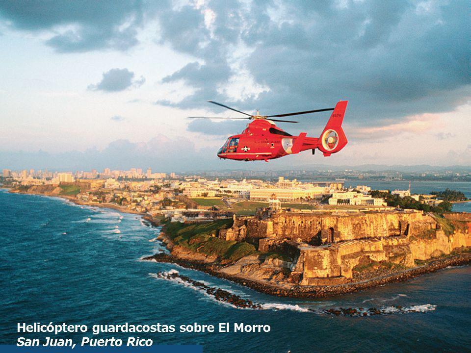 Helicóptero guardacostas sobre El Morro