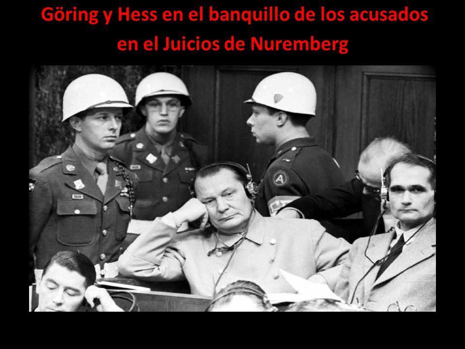 Göring y Hess en el banquillo de los acusados en el Juicios de Nuremberg