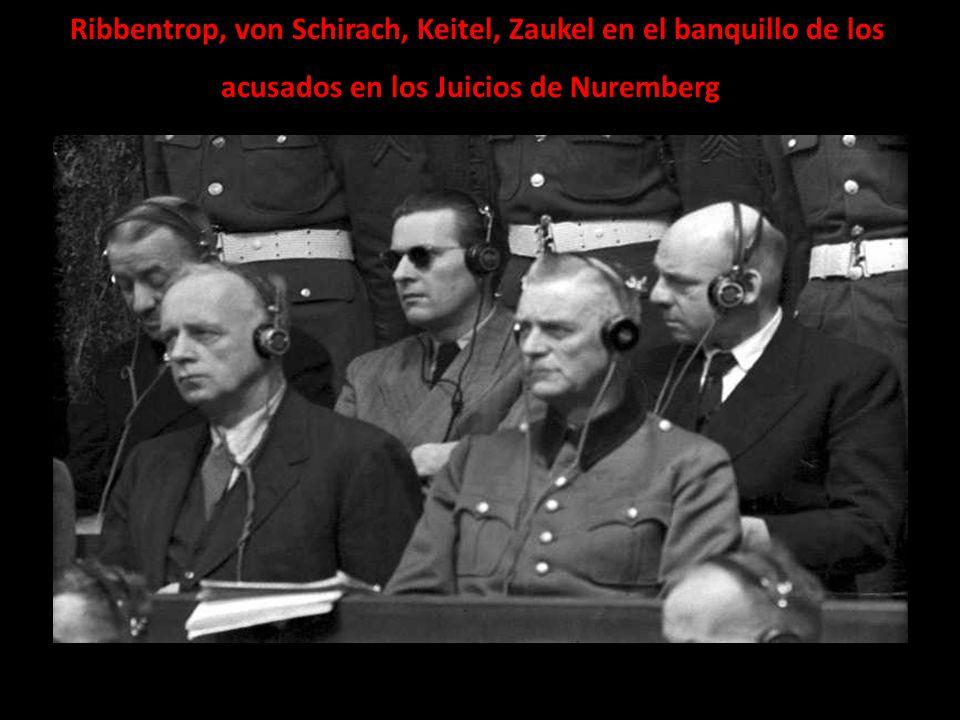 Ribbentrop, von Schirach, Keitel, Zaukel en el banquillo de los acusados en los Juicios de Nuremberg