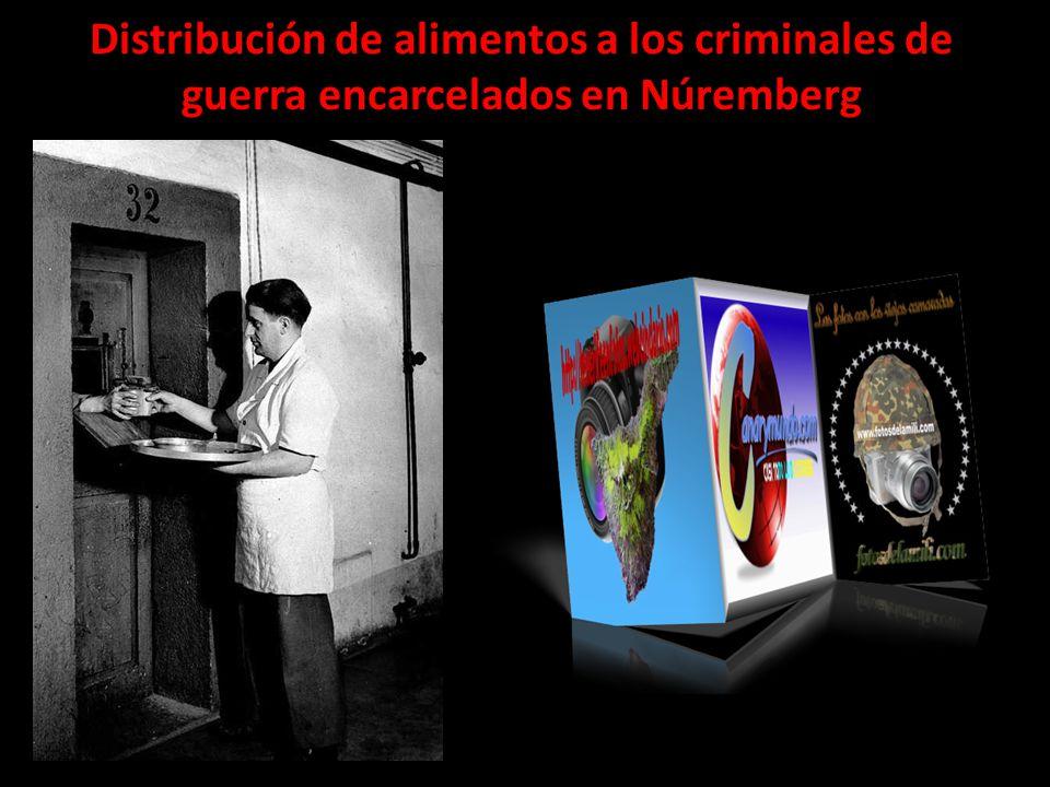 Distribución de alimentos a los criminales de guerra encarcelados en Núremberg
