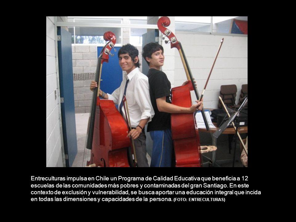 Entreculturas impulsa en Chile un Programa de Calidad Educativa que beneficia a 12 escuelas de las comunidades más pobres y contaminadas del gran Santiago.