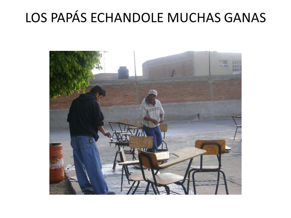 LOS PAPÁS ECHANDOLE MUCHAS GANAS