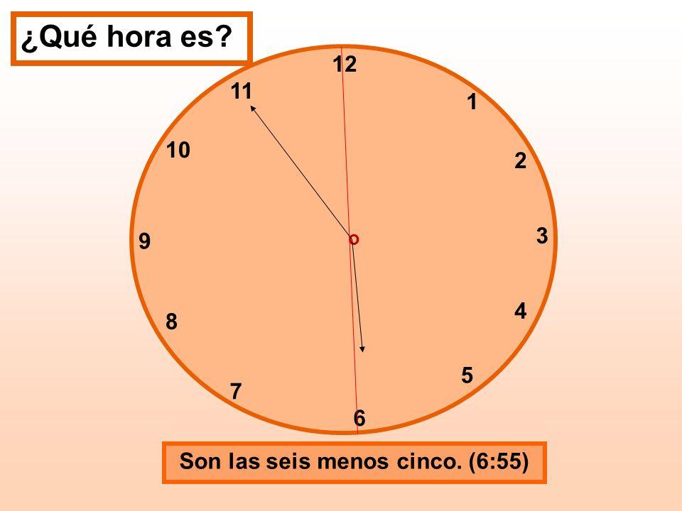 Son las seis menos cinco. (6:55)