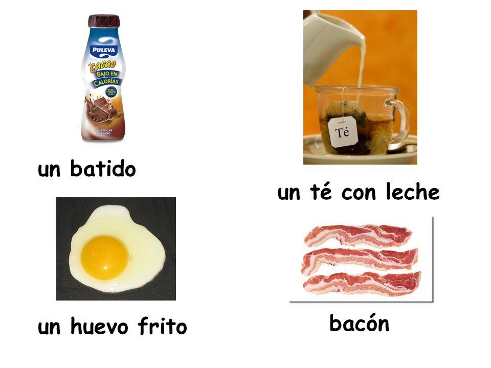 un batido un té con leche un huevo frito bacón