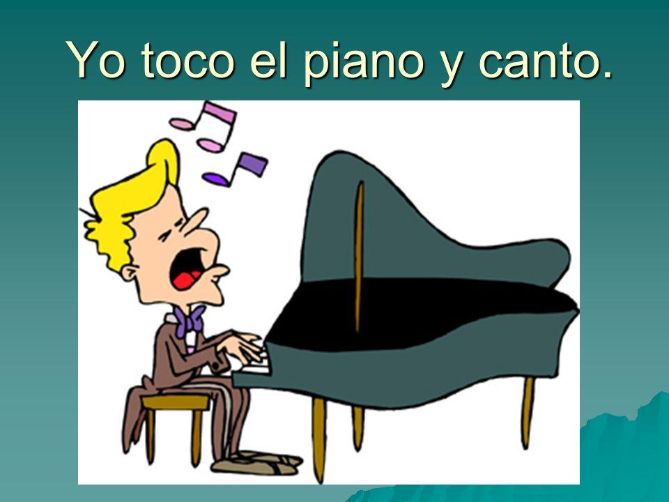 Yo toco el piano y canto.