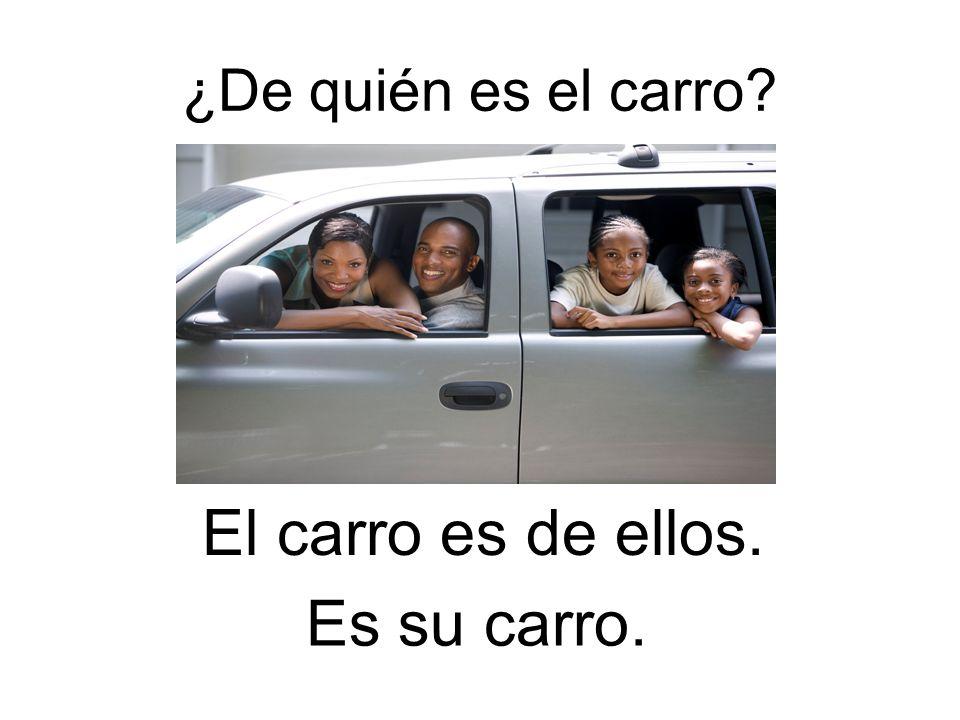 ¿De quién es el carro El carro es de ellos. Es su carro.
