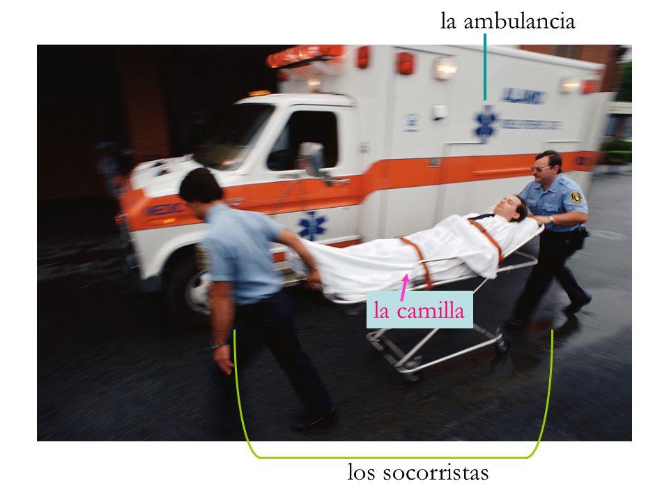 la ambulancia la camilla los socorristas