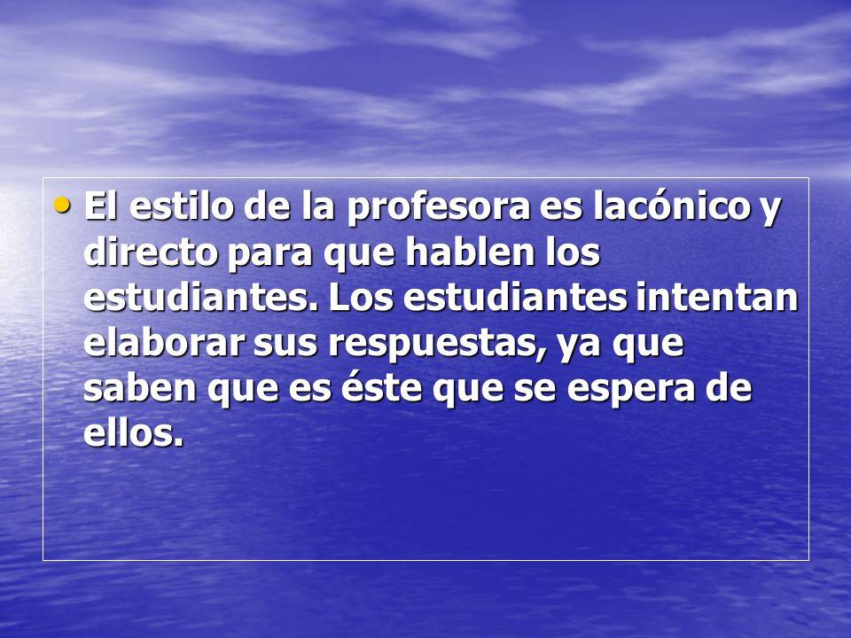 El estilo de la profesora es lacónico y directo para que hablen los estudiantes.