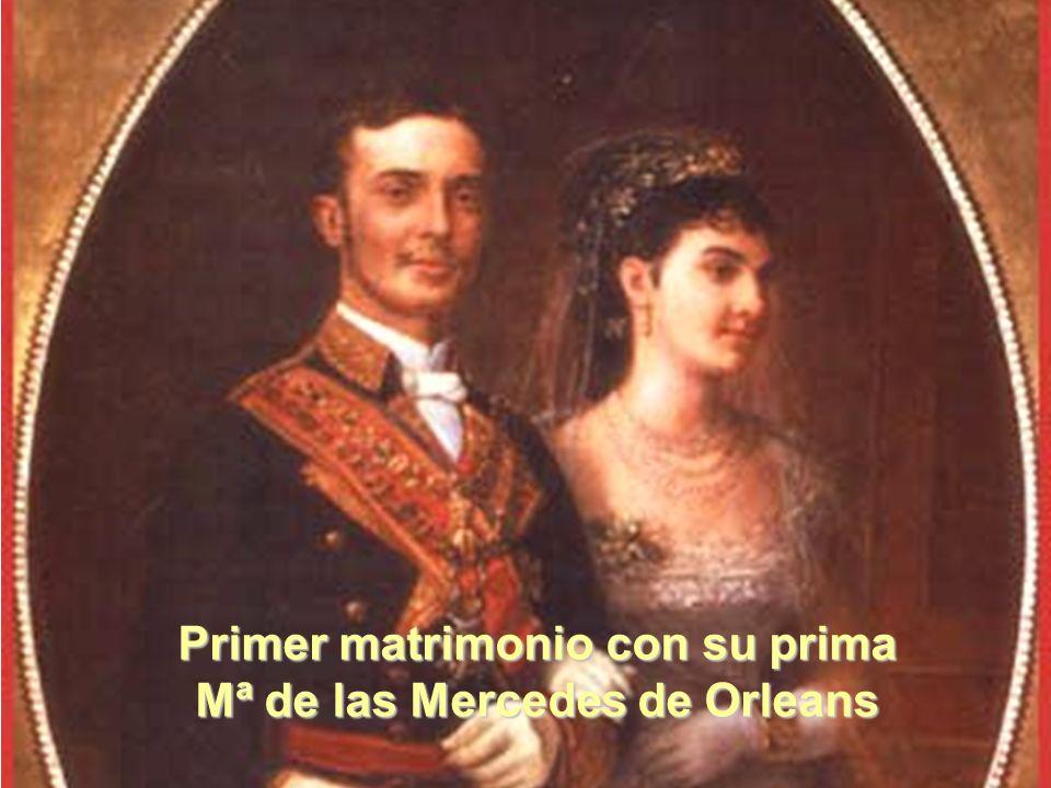 Primer matrimonio con su prima Mª de las Mercedes de Orleans