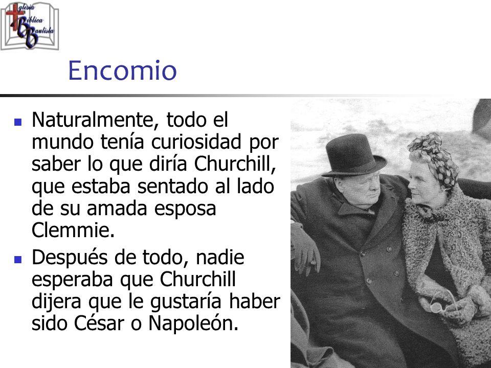 Encomio Naturalmente, todo el mundo tenía curiosidad por saber lo que diría Churchill, que estaba sentado al lado de su amada esposa Clemmie.