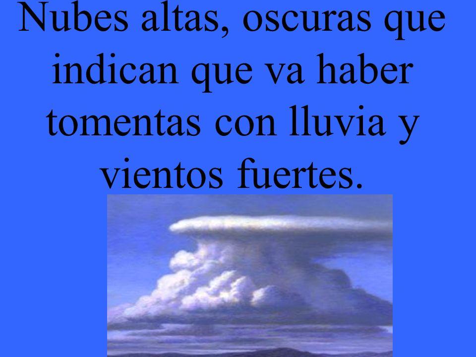 Nubes altas, oscuras que indican que va haber tomentas con lluvia y vientos fuertes.
