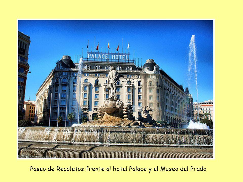 Paseo de Recoletos frente al hotel Palace y el Museo del Prado