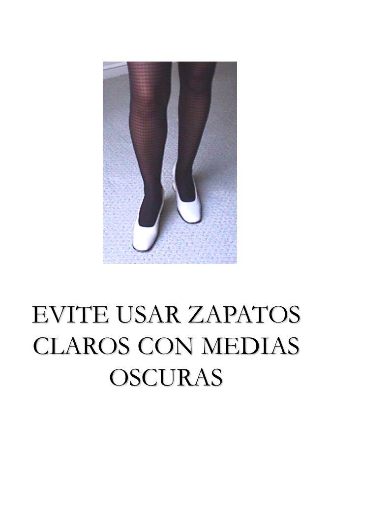 EVITE USAR ZAPATOS CLAROS CON MEDIAS OSCURAS
