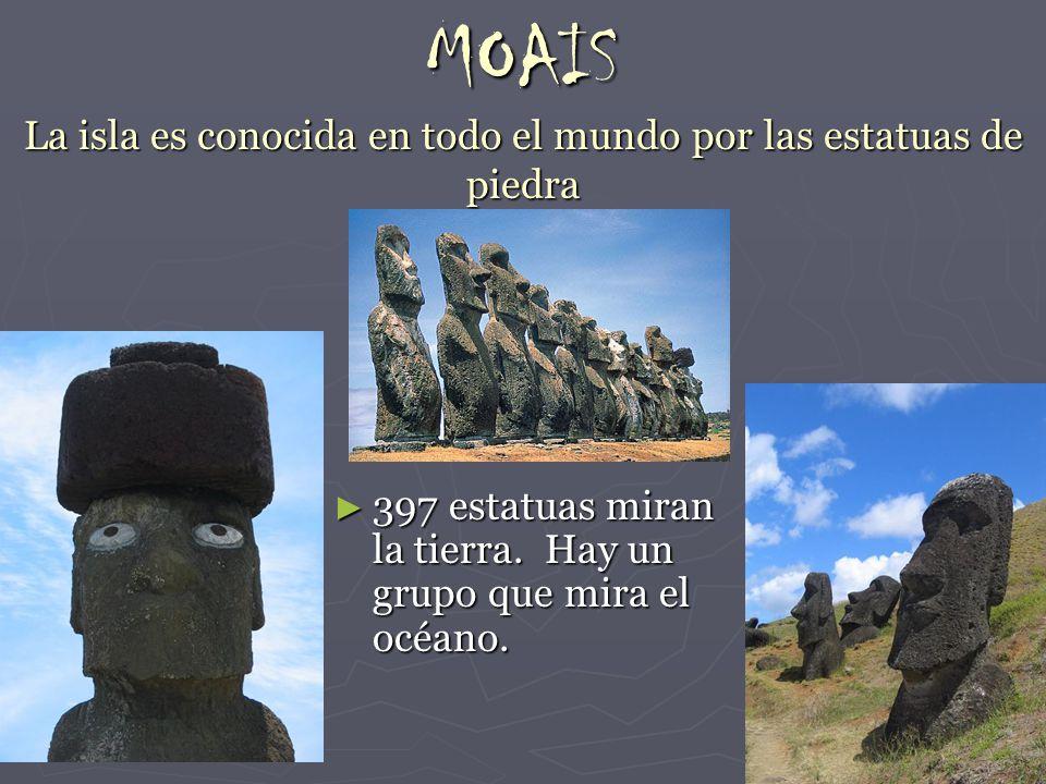 MOAIS La isla es conocida en todo el mundo por las estatuas de piedra