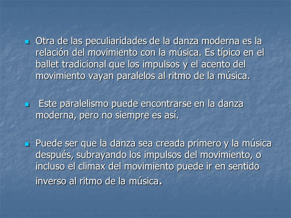 Otra de las peculiaridades de la danza moderna es la relación del movimiento con la música. Es típico en el ballet tradicional que los impulsos y el acento del movimiento vayan paralelos al ritmo de la música.