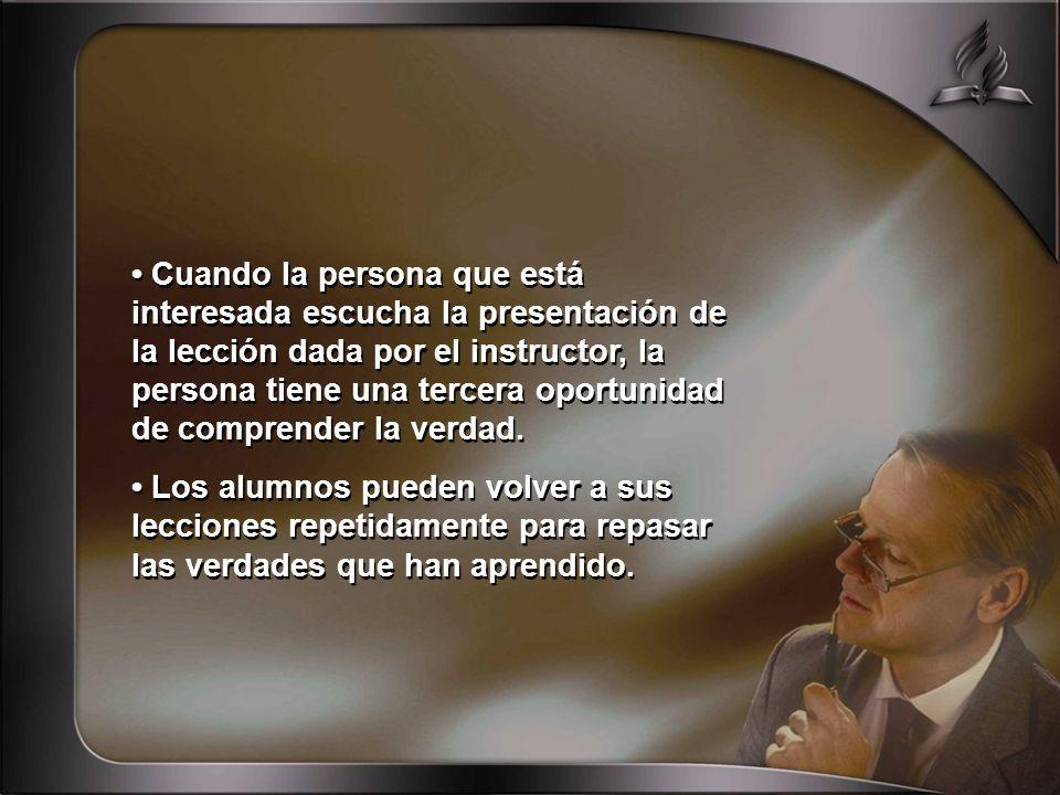 • Cuando la persona que está interesada escucha la presentación de la lección dada por el instructor, la persona tiene una tercera oportunidad de comprender la verdad.