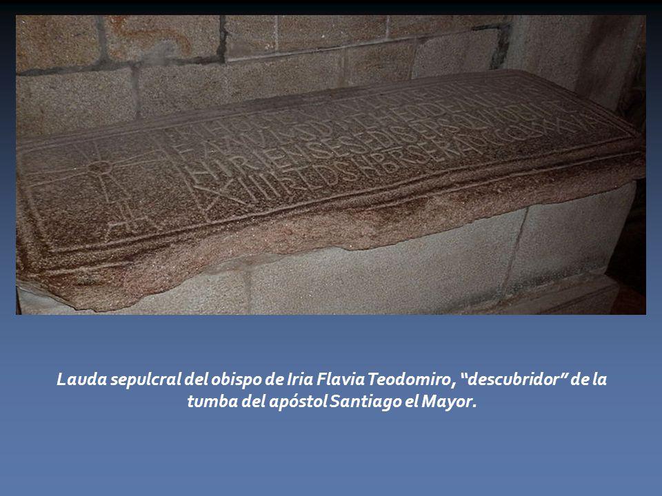 Lauda sepulcral del obispo de Iria Flavia Teodomiro, descubridor de la tumba del apóstol Santiago el Mayor.