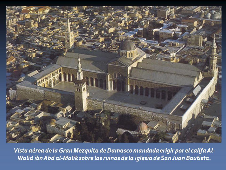 Vista aérea de la Gran Mezquita de Damasco mandada erigir por el califa Al-Walid ibn Abd al-Malik sobre las ruinas de la iglesia de San Juan Bautista.