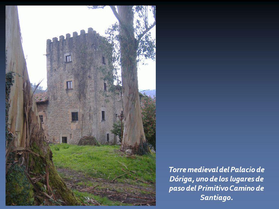 Torre medieval del Palacio de Dóriga, uno de los lugares de paso del Primitivo Camino de Santiago.