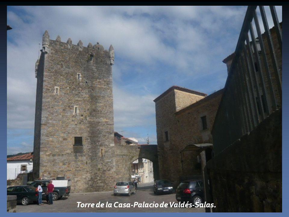 Torre de la Casa-Palacio de Valdés-Salas.