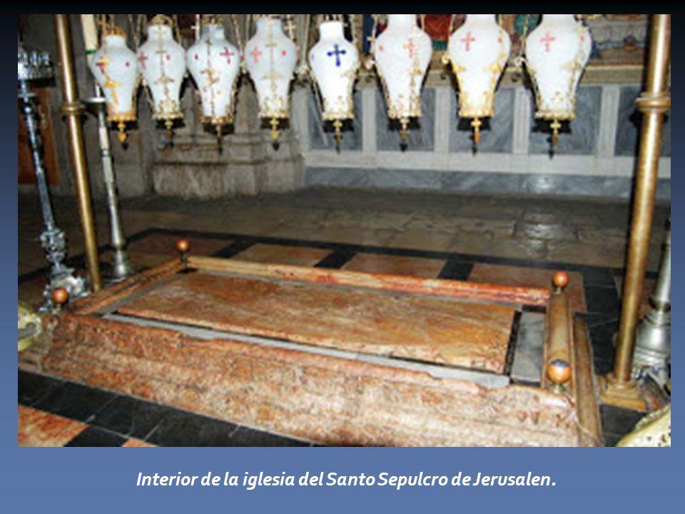 Interior de la iglesia del Santo Sepulcro de Jerusalen.