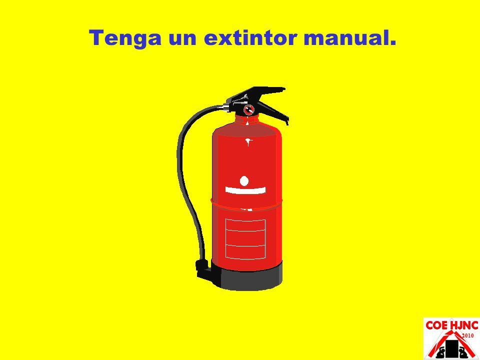 Tenga un extintor manual.