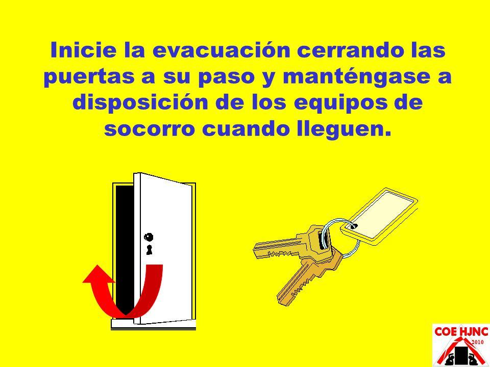 Inicie la evacuación cerrando las puertas a su paso y manténgase a disposición de los equipos de socorro cuando lleguen.