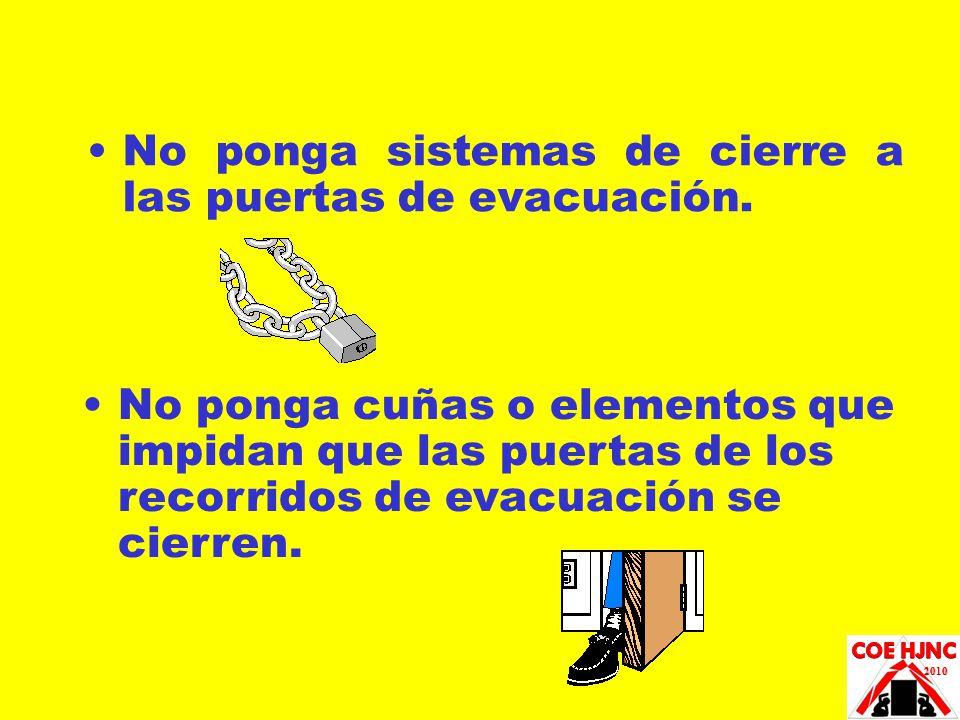 No ponga sistemas de cierre a las puertas de evacuación.
