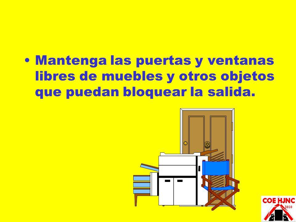 Mantenga las puertas y ventanas libres de muebles y otros objetos que puedan bloquear la salida.