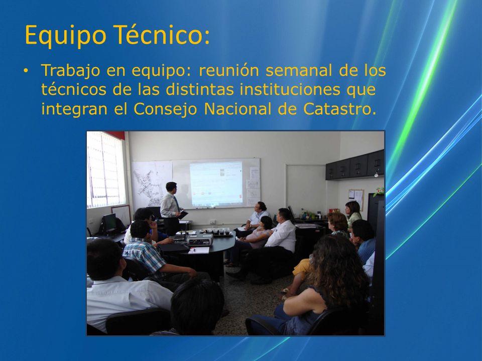 Equipo Técnico: Trabajo en equipo: reunión semanal de los técnicos de las distintas instituciones que integran el Consejo Nacional de Catastro.