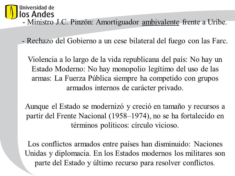 - Ministro J.C. Pinzón: Amortiguador ambivalente frente a Uribe.
