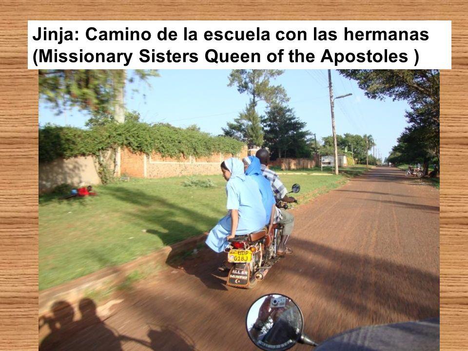 Jinja: Camino de la escuela con las hermanas (Missionary Sisters Queen of the Apostoles )