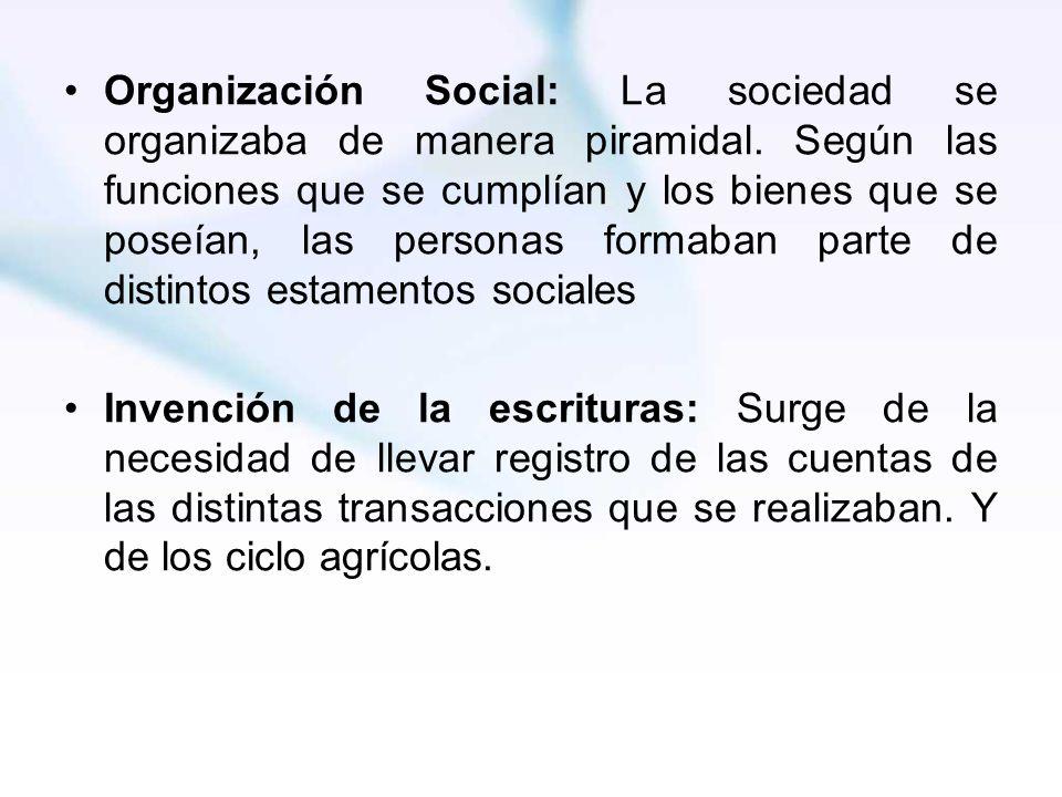 Organización Social: La sociedad se organizaba de manera piramidal