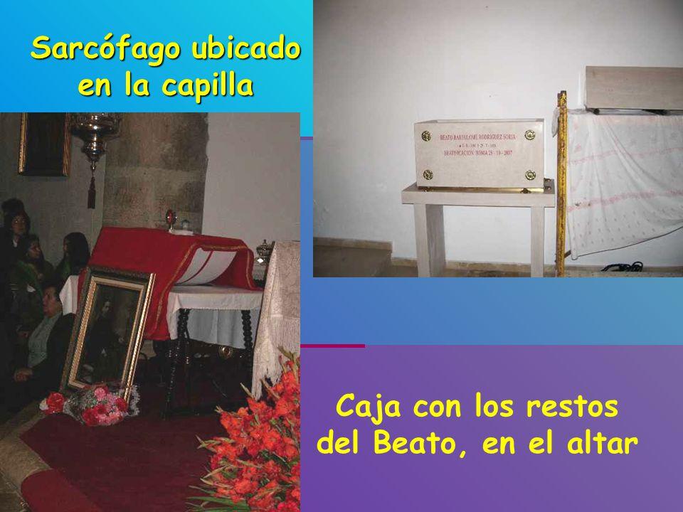 Sarcófago ubicado en la capilla