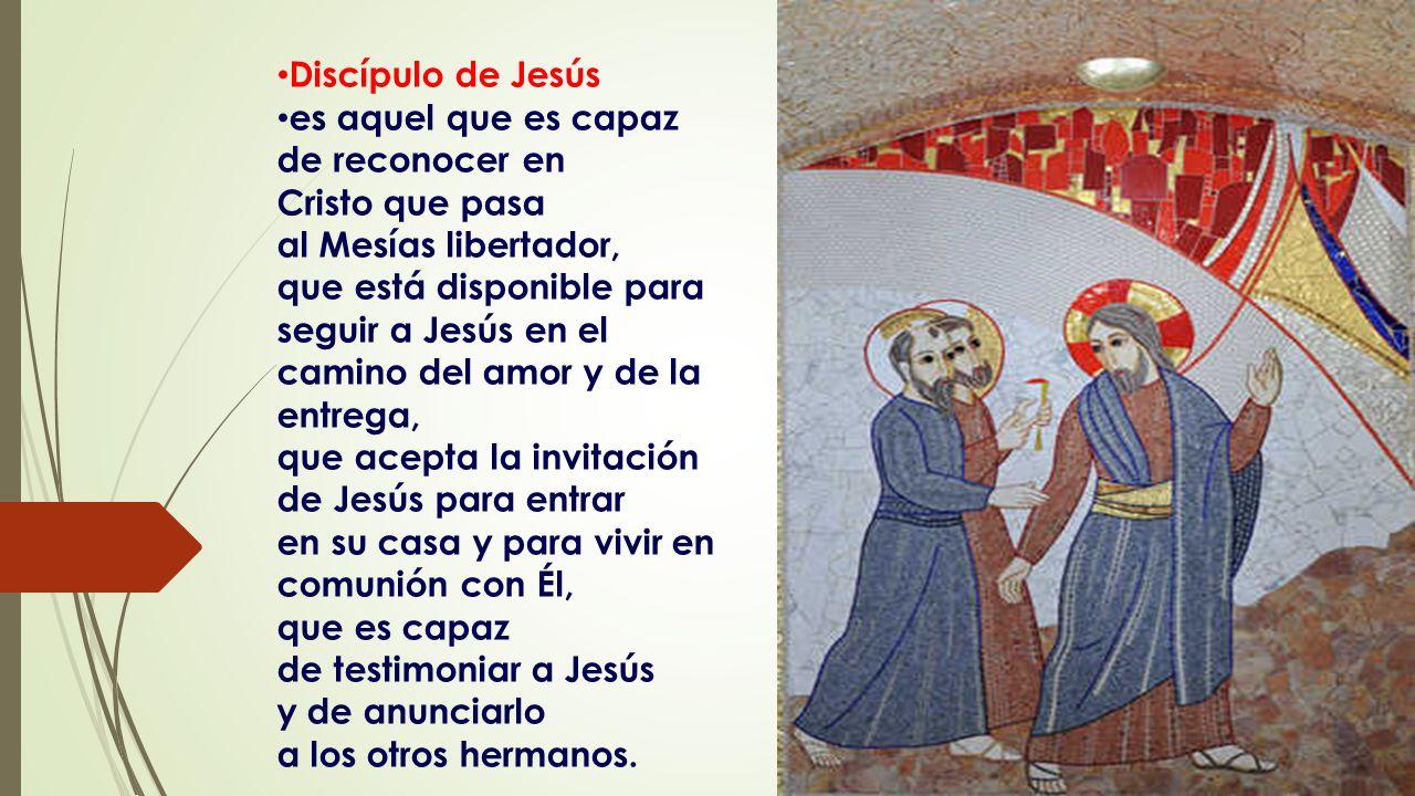 Discípulo de Jesús es aquel que es capaz. de reconocer en. Cristo que pasa. al Mesías libertador,