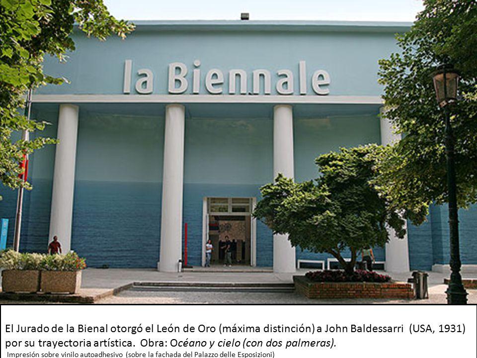El Jurado de la Bienal otorgó el León de Oro (máxima distinción) a John Baldessarri (USA, 1931) por su trayectoria artística. Obra: Océano y cielo (con dos palmeras).