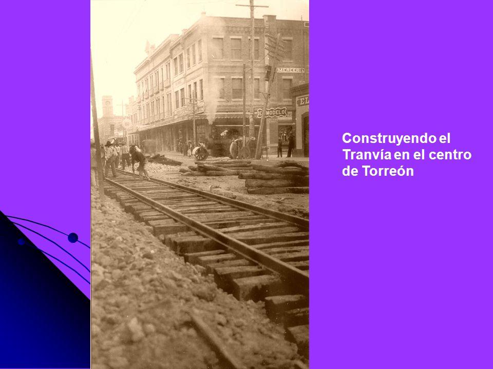 Construyendo el Tranvía en el centro de Torreón
