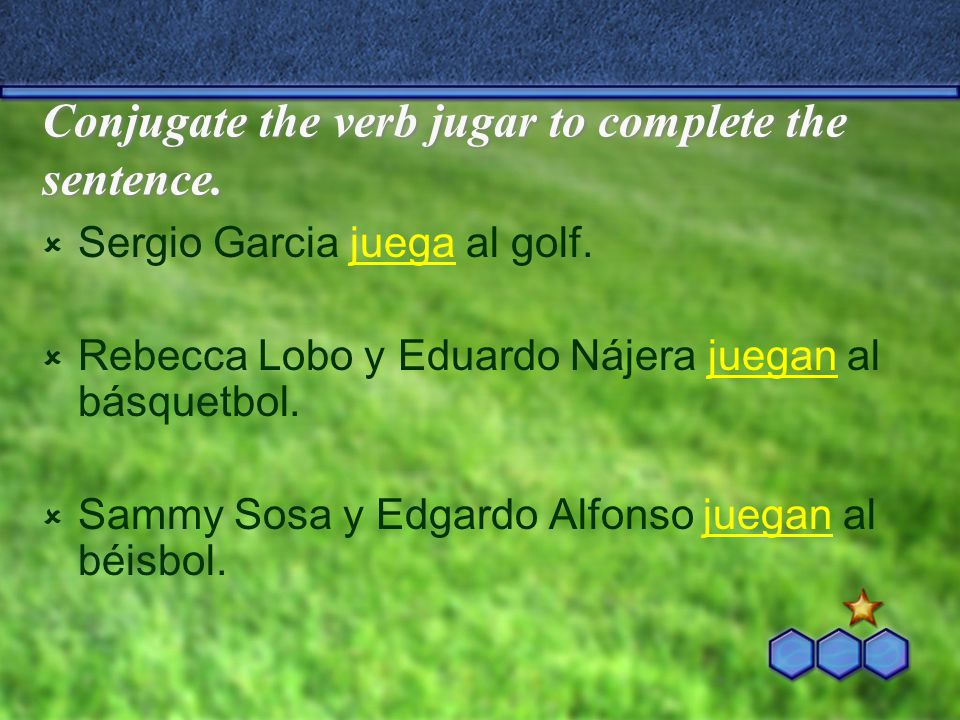 Conjugate the verb jugar to complete the sentence.