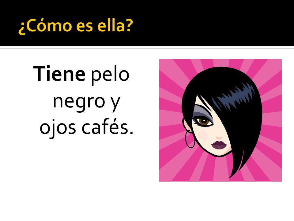 Tiene pelo negro y ojos cafés.