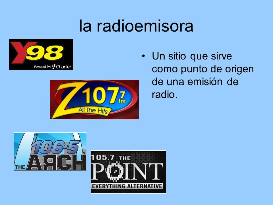 la radioemisora Un sitio que sirve como punto de origen de una emisión de radio.