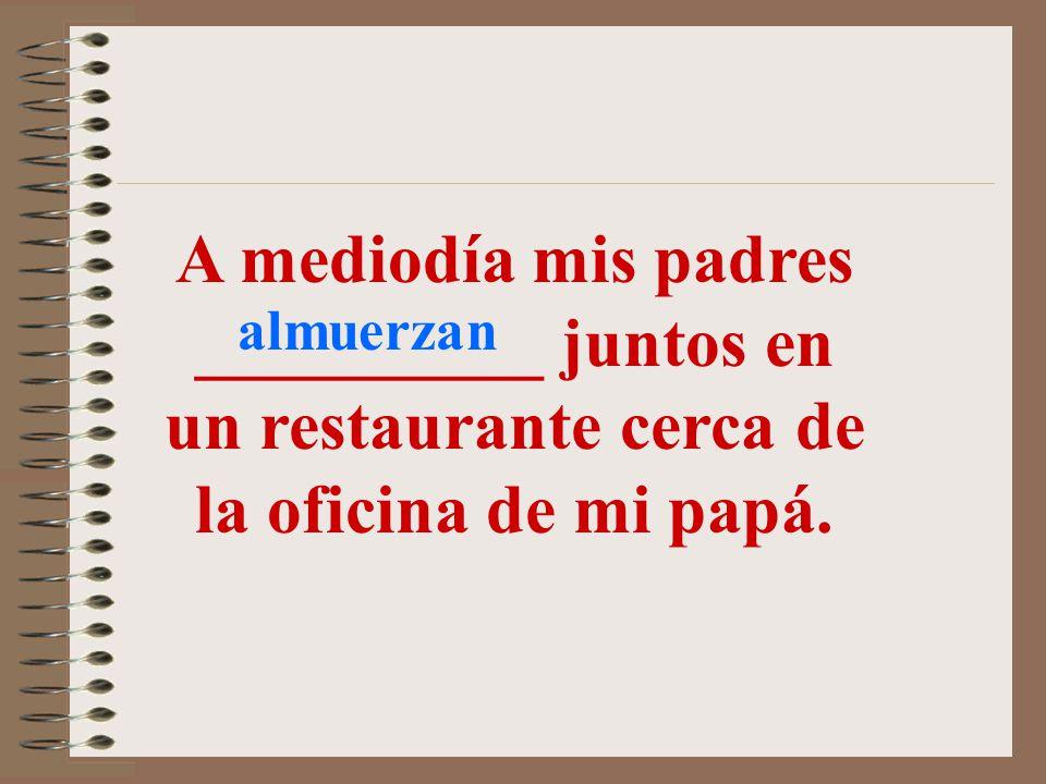 A mediodía mis padres __________ juntos en un restaurante cerca de la oficina de mi papá.