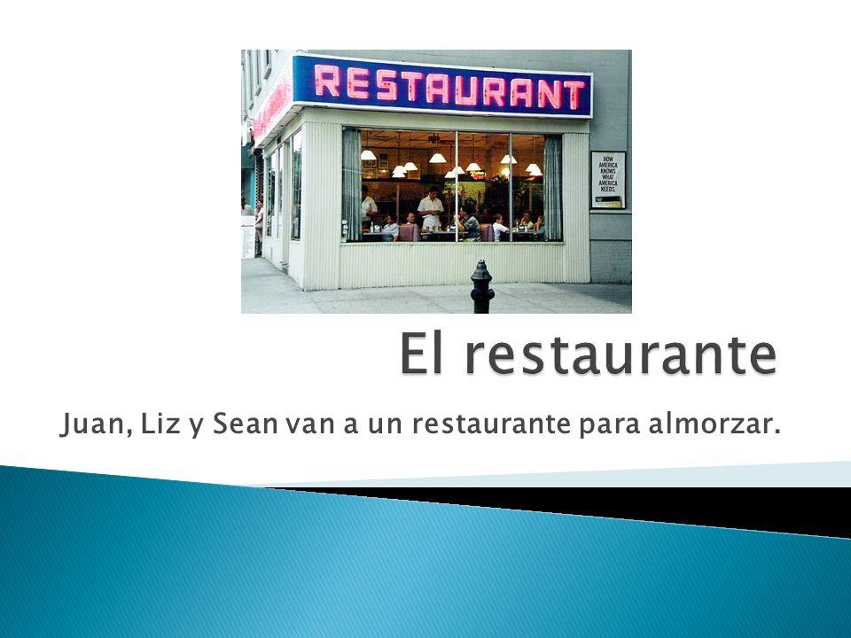 Juan, Liz y Sean van a un restaurante para almorzar.